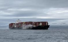 Tàu container cháy và phát tán khí độc ngoài khơi Canada