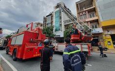Cháy nhà cao tầng đường Cộng Hòa, 1 người trượt chân rơi từ lầu 4