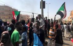 Người dân sôi sục biểu tình phản đối đảo chính Sudan, ít nhất 7 người chết