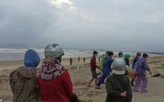 Ba người lật thuyền thúng mất tích ở Quảng Ngãi trôi ra biển Quảng Nam