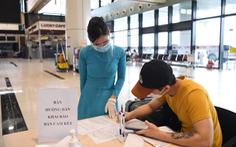 Từ 29-10, khách đi máy bay chỉ cần khai báo y tế điện tử, không phải viết phiếu