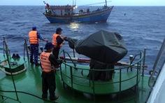 Cứu tàu cá cùng 16 thuyền viên lênh đênh trong vùng biển động