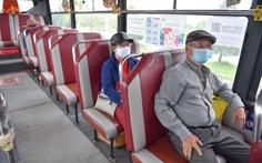 Ngày đầu xe buýt hoạt động trở lại, hết cảnh lội bộ