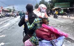 Người phụ nữ ôm bụng bầu 8 tháng cùng chồng về quê bằng xe đạp và cái kết có hậu