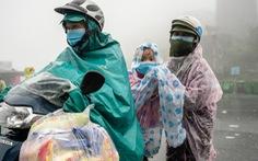 Hành trình về nhà của những đứa trẻ giữa mưa gió miền Trung