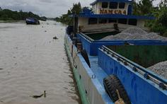 Va chạm sà lan chở đá trên sông, 3 người mất tích
