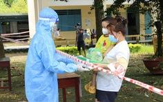 Đại tá Đinh Văn Nơi yêu cầu công an các xã chuyển nhanh gạo, sữa, thuốc cho người dân về quê