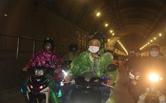 CSGT dẫn đoàn xe máy qua hầm Hải Vân để về quê