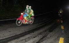 Tin sáng 7-10: Xe, tàu nằm không, sao dân phải đi xe máy, xe đạp, lội bộ về quê?