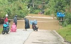 Mưa lớn làm ngập đường, sạt lở cô lập nhiều xã vùng cao Quảng Nam