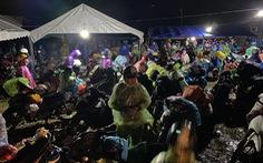 Tin sáng 8-10: 157.000 người đã về quê, trong đó hơn 1.000 người có kết quả dương tính