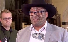 Nghị sĩ gốc thổ dân New Zealand bị đuổi khỏi cuộc họp vì không đeo cà vạt