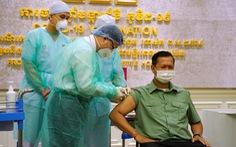 Con trai ông Hun Sen là người đầu tiên tiêm vắc xin từ Trung Quốc
