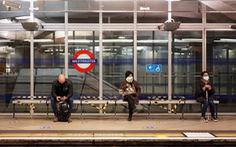 Vật vã với COVID-19, kinh tế Anh suy giảm kỷ lục 9,9%