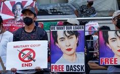 Lực lượng an ninh Myanmar nổ súng vào người biểu tình, bắt 5 nhà báo