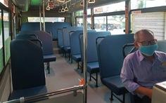 Trên những chuyến xe buýt vắng khách mùa Tết