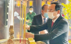 Lãnh đạo TP.HCM dâng hương tại đền tưởng niệm khu lịch sử truyền thống cách mạng