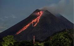 Núi lửa mạnh nhất thế giới phun trào gây hàng trăm trận động đất nhỏ