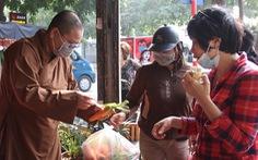 Đông đảo người dân đến với phiên chợ 0 đồng của MC Đại Nghĩa 'giải cứu' nông sản Hải Dương
