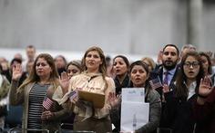 Mỹ bỏ bài kiểm tra nhập tịch thời ông Trump, quay lại các bài thi từ 2008