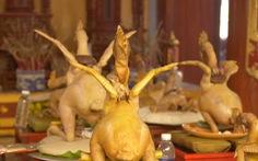 Những thế gà độc đáo trên cỗ cúng rằm tháng giêng