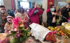Hàng ngàn người đổ về viếng Bà chúa xứ Núi Sam dịp rằm tháng giêng