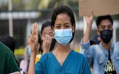 Vì sao người Myanmar giơ 3 ngón tay khi biểu tình?
