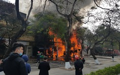 Cháy lớn tại tuyến phố trung tâm Hải Phòng