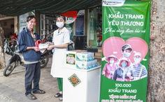 Hệ thống Trung Sơn Pharma tặng 100.000 khẩu trang cho người nghèo