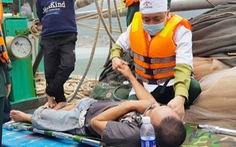 8 ngư dân thoát chết khi tàu cháy trên biển
