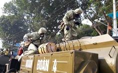 Bình Dương: Quân đội phun hóa chất khử trùng trong khu phong tỏa COVID-19