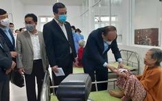Thủ tướng thăm tết người già, trẻ khuyết tật Trung tâm Bảo trợ xã hội Quảng Nam