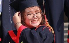 Bị tai nạn phải bảo lưu cả học kỳ, nữ sinh 'trở lại lợi hại hơn xưa', tốt nghiệp thủ khoa