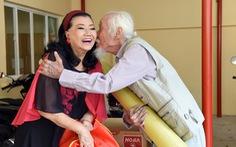 Chuyến xe nghĩa tình, hạt gạo chia đôi: Nghệ sĩ cuối năm 'hối hả' làm từ thiện