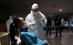 'Thần tốc' lấy mẫu xét nghiệm 1.000 nhân viên sân bay Tân Sơn Nhất trong đêm