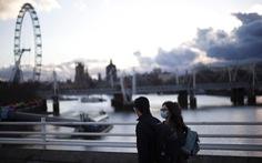 Telegraph: Tất cả khách tới Anh phải xét nghiệm COVID-19 hai lần sau khi đến