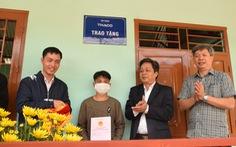 Bàn giao nhà ở cho người dân vùng sạt lở Trà Leng