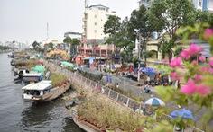 Dân Sài Gòn đến bến Bình Đông tham quan chợ hoa xuân 'Trên bến dưới thuyền'
