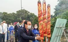 Lãnh đạo TP.HCM dâng hương tưởng niệm anh hùng, liệt sĩ Tết Tân Sửu 2021