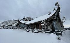 Tuyết rơi dày hơn nửa mét trên đỉnh Fansipan