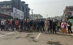Người Myanmar tràn xuống đường sau vụ quân đội xả súng vào người biểu tình