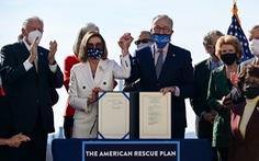 Người Mỹ hào hứng nhận tiền cứu trợ