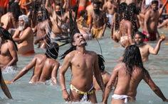 Hàng trăm ngàn người Ấn Độ hành hương về sông Hằng bất chấp COVID-19
