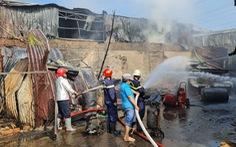 Cháy lớn kho xưởng lan sang dãy trọ, nhiều tài sản bị thiêu rụi