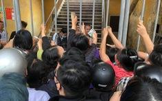 Chen lấn mua vé ở sân Lạch Tray, sân Cẩm Phả bất ngờ mở cửa cho 2.500 khán giả