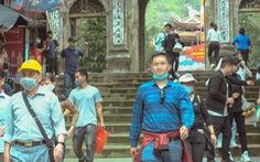 Khách thập phương ùn ùn kéo đến chùa Hương, phớt lờ quy định phòng dịch