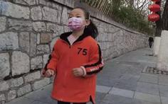Cô bé Trung Quốc 7 tuổi chạy 10km mỗi ngày để giúp chị được sống