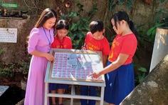 Trường miền núi dựng bảng ghi thông tin, hình ảnh 64 liệt sĩ Gạc Ma giữa sân trường