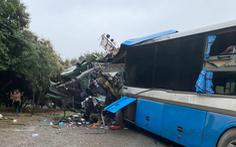 Xe khách đấu đầu xe tải, 3 người chết tại chỗ