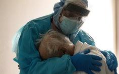 Điều trị ca COVID-19 nặng, y học vẫn loay hoay